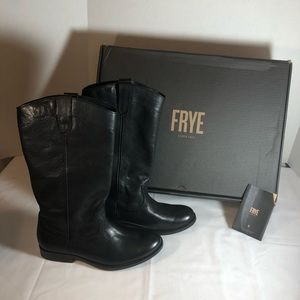 Frye Melissa pull on western boots.